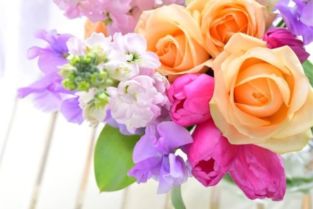 カラー別の花風水効果と相性の良い方位